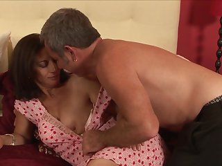 Brunette Melissa Monet finds herself blowing mans hard worm