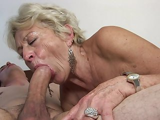 Mature makes dude's throbbing boner disappear in her mouth in sexual ecstasy
