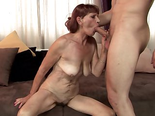 Mature can't live a day without getting her mouth fucked by hot guy