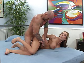 Blonde hooker Barry Scott gets her lovely face cum plastered on cam for your viewing entertainment