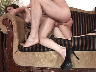 Brunette gal takes oral sex to the whole new level