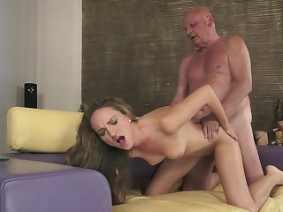 Brunette finds her mouth filled with dude's rock solid love wand
