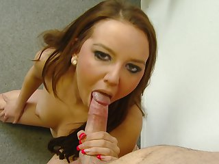 Redhead has oral experience of her lifetime with hot dude