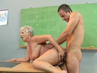 Mature wench gives giving oral pleasure to hot guy