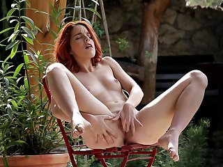 Redhead proves that her body is amazing after stripping