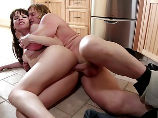 Brunette Dana DeArmond asks Evan Stone to shove his stiff worm in her mouth