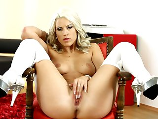 Blonde makes her sexual fantasies a reality alone