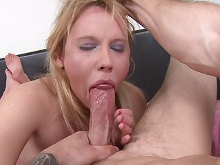 Blonde Aria Austin gets covered in jizz