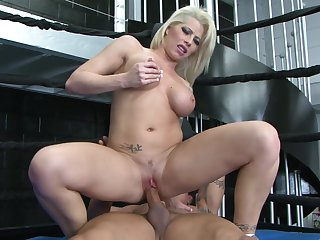 Blonde Brooke Haven is on the edge of nirvana with guy's throbbing tool in her mouth