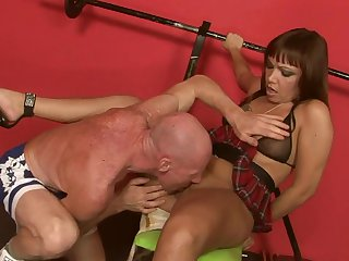 Teen minx gets her mouth attacked by guy's throbbing dick